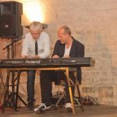Jes Holtsø und Morten Wittrock vierhändig am Piano