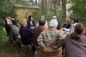 Bürgermeisterin Renate Krüger (LINKE) berichtet Annalena Baerbock (GRÜNE) von den Problemen Borkwaldes
